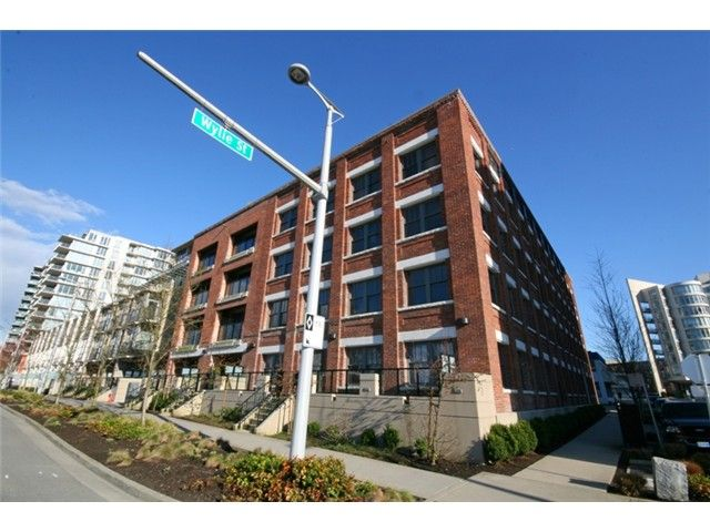 """Photo 13: Photos: 106 388 W 1ST Avenue in Vancouver: False Creek Condo for sale in """"The Exchange"""" (Vancouver West)  : MLS®# V1115202"""