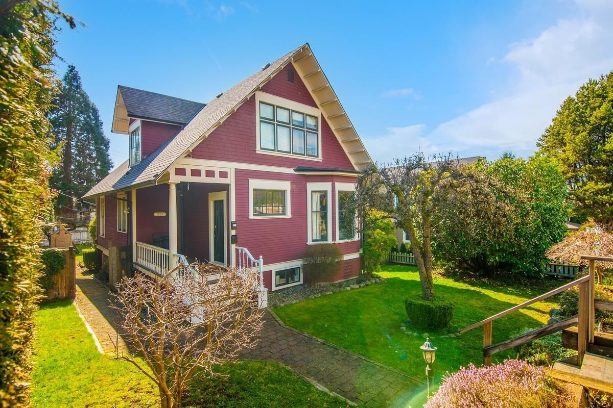 Main Photo: 311 W 14TH Street in North Vancouver: Central Lonsdale House for sale : MLS®# R2595397