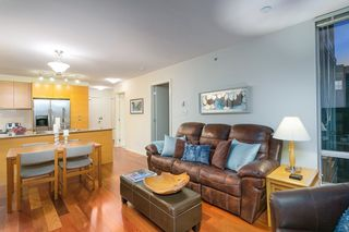 "Photo 9: 802 2483 SPRUCE Street in Vancouver: Fairview VW Condo for sale in ""Skyline"" (Vancouver West)  : MLS®# R2151780"