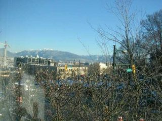 """Photo 3: 500 W 10TH Ave in Vancouver: Fairview VW Condo for sale in """"CAMBRIDGE COURT"""" (Vancouver West)  : MLS®# V625907"""