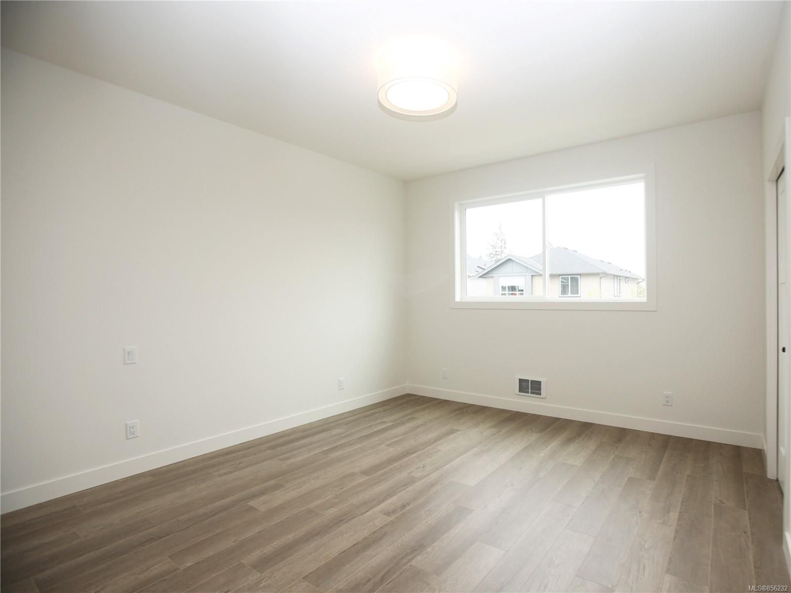Photo 11: Photos: 596 Lance Pl in : Na University District House for sale (Nanaimo)  : MLS®# 856232