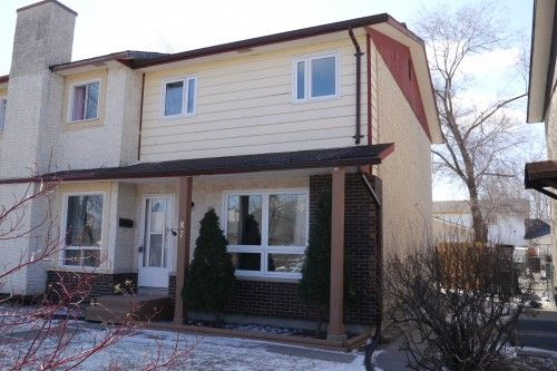 Main Photo: 87 West Lake Crescent in Winnipeg: Fort Garry / Whyte Ridge / St Norbert Single Family Attached for sale (South Winnipeg)  : MLS®# 1608266