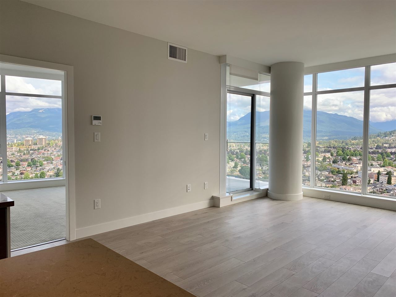 """Photo 4: Photos: 3708 1788 GILMORE Avenue in Burnaby: Brentwood Park Condo for sale in """"Escala"""" (Burnaby North)  : MLS®# R2400127"""