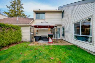 "Photo 16: 6113 W GREENSIDE Drive in Surrey: Cloverdale BC Townhouse for sale in ""GREENSIDE ESTATES"" (Cloverdale)  : MLS®# R2426822"