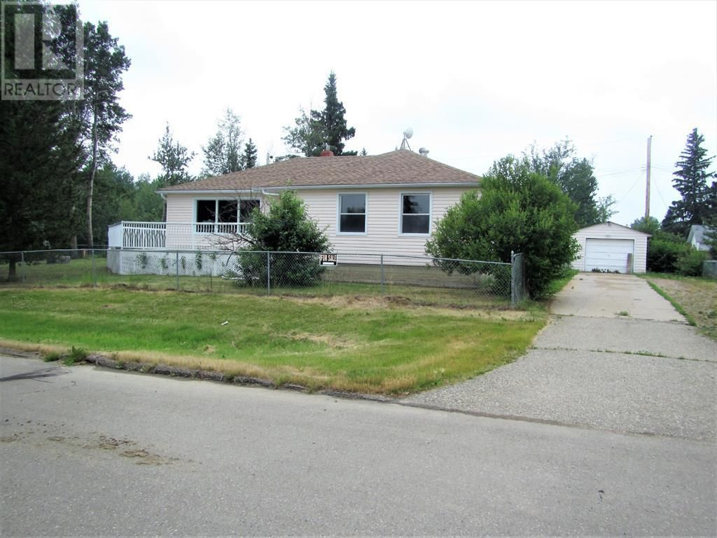 Main Photo: 807 5th Street in Hines Creek: House for sale : MLS®# A1131931