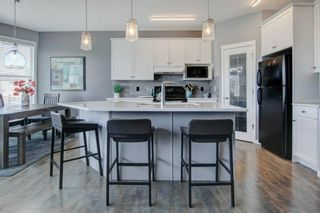 Photo 5: 192 Cougartown Close SW in Calgary: Cougar Ridge Detached for sale : MLS®# A1106763