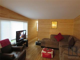 Photo 3: 22 Van Mol Road in St Andrews: Highway Gardens Residential for sale (R13)  : MLS®# 1823989