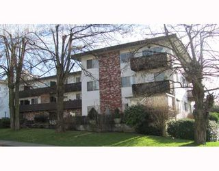 """Photo 1: 209 910 5TH Avenue in New Westminster: Uptown NW Condo for sale in """"GROSVENOR COURT"""" : MLS®# V805895"""