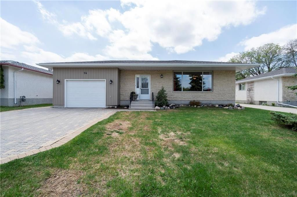Main Photo: 14 McDowell Drive in Winnipeg: Charleswood Residential for sale (1G)  : MLS®# 202011526