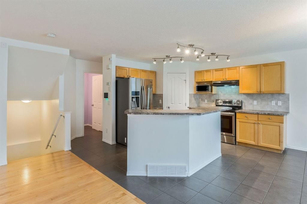 Photo 10: Photos: 53 Bridleridge Heights SW in Calgary: Bridlewood Detached for sale : MLS®# A1129360