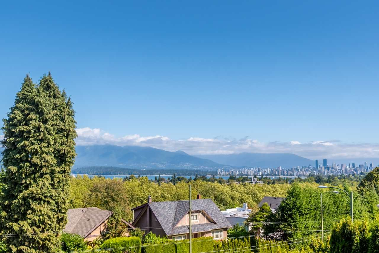 Main Photo: 3968 W 10TH Avenue in Vancouver: Point Grey House for sale (Vancouver West)  : MLS®# R2491204