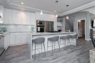 """Photo 5: 204 16488 64 Avenue in Surrey: Cloverdale BC Townhouse for sale in """"Harvest at Bose Farm"""" (Cloverdale)  : MLS®# R2446564"""