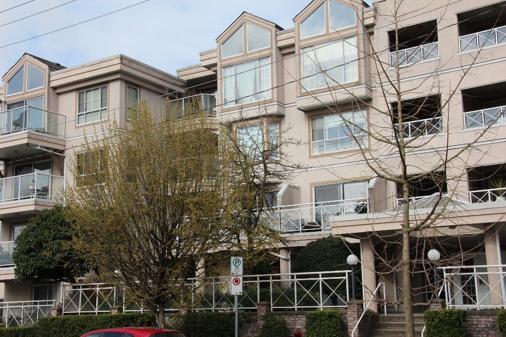 Main Photo: 205 525 AGNES Street in New Westminster: Downtown NW Condo for sale : MLS®# V1111902