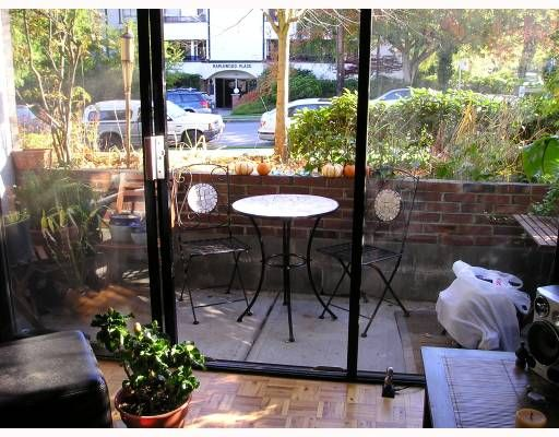 """Main Photo: 218 2025 W 2ND Avenue in Vancouver: Kitsilano Condo for sale in """"SEABREEZE"""" (Vancouver West)  : MLS®# V675521"""