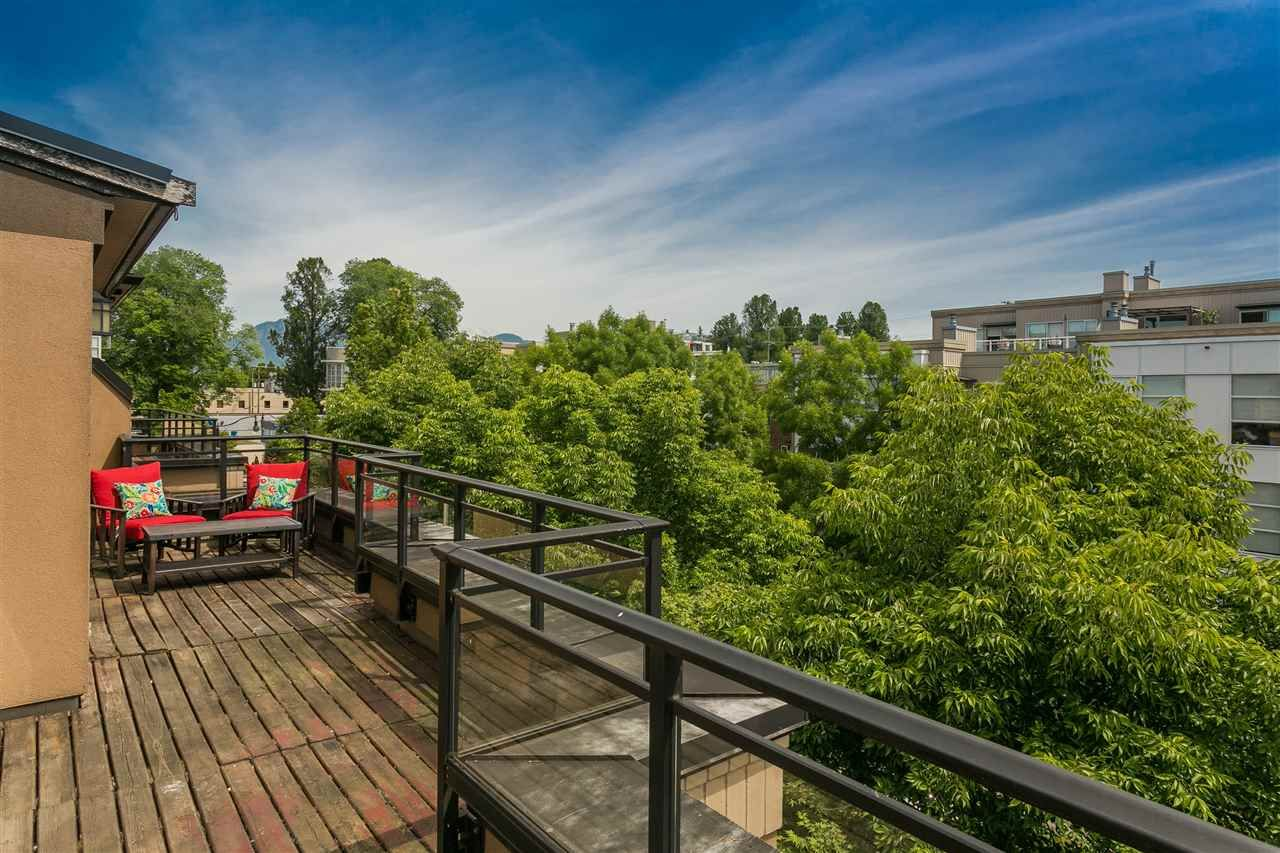 """Photo 15: Photos: 404 2175 SALAL Drive in Vancouver: Kitsilano Condo for sale in """"Savona"""" (Vancouver West)  : MLS®# R2397465"""
