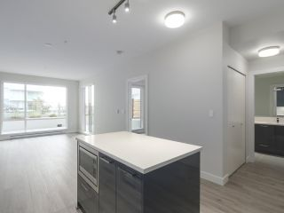 """Photo 15: 104 1768 GILMORE Avenue in Burnaby: Brentwood Park Condo for sale in """"Escala"""" (Burnaby North)  : MLS®# R2398729"""