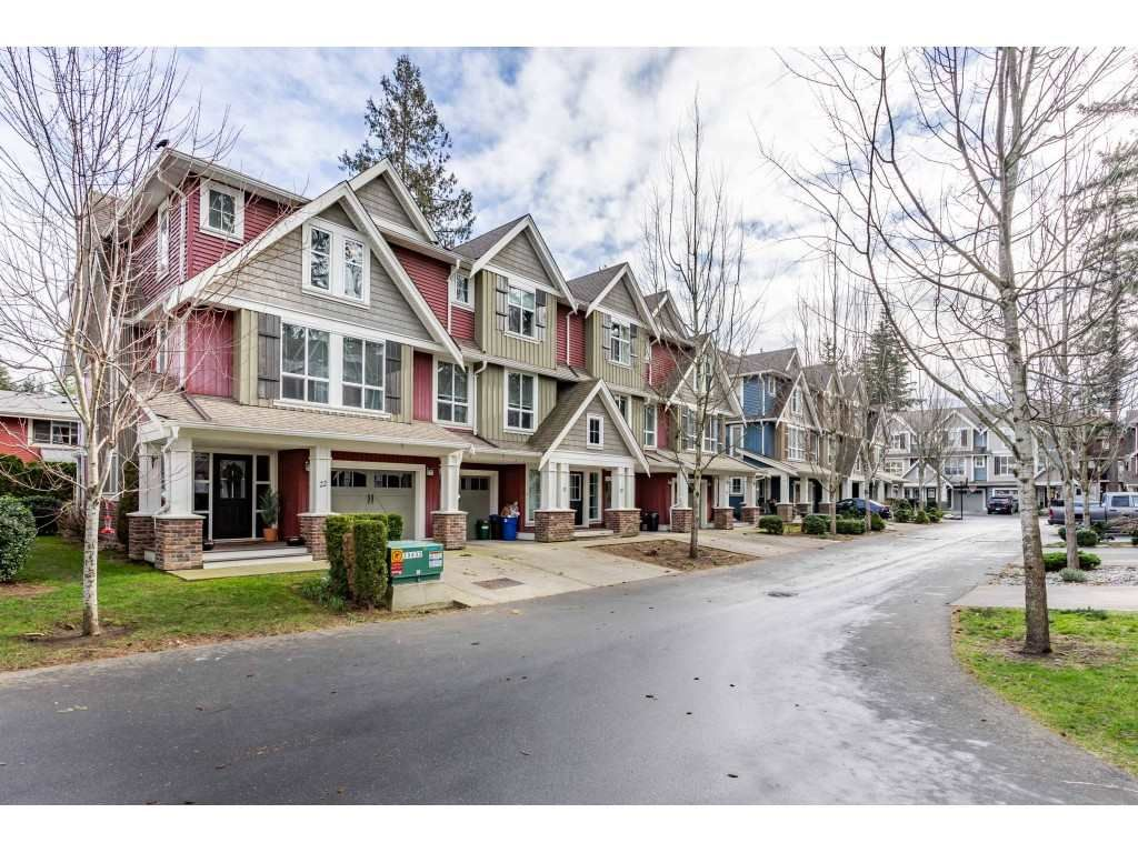 """Main Photo: 22 5837 SAPPERS Way in Sardis: Vedder S Watson-Promontory Townhouse for sale in """"THE WOODS"""" : MLS®# R2531888"""