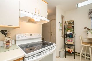 """Photo 8: 33 2736 ATLIN Place in Coquitlam: Coquitlam East Townhouse for sale in """"CEDAR GREEN ESTATES"""" : MLS®# R2040870"""