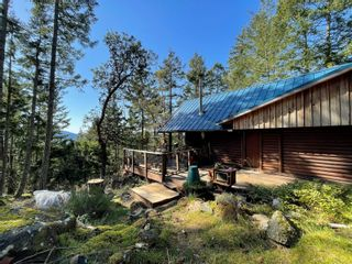 Photo 5: 3701 Starboard Cres in : GI Pender Island House for sale (Gulf Islands)  : MLS®# 872731