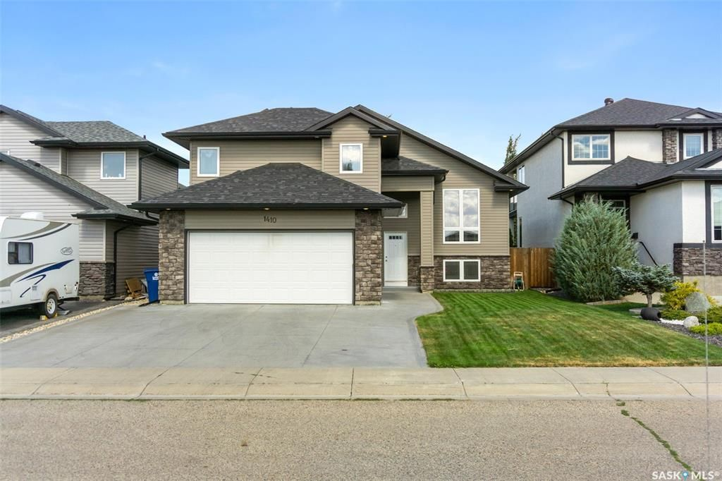 Main Photo: 1410 Willowgrove Court in Saskatoon: Willowgrove Residential for sale : MLS®# SK866330