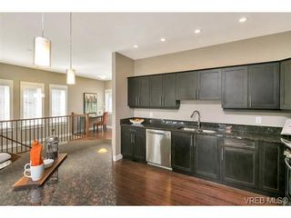 Photo 7: 3 2319 Chilco Rd in VICTORIA: VR Six Mile Row/Townhouse for sale (View Royal)  : MLS®# 728058