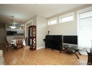 Photo 3: 103 3259 Alder St in VICTORIA: Vi Mayfair Condo for sale (Victoria)  : MLS®# 691053