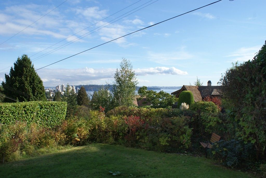 Photo 10: Photos: 2595 Lawson Avenue in West Vancouver: Dundarave House for rent