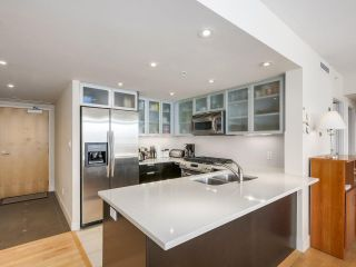 """Photo 4: 2301 1205 W HASTINGS Street in Vancouver: Coal Harbour Condo for sale in """"CIELO"""" (Vancouver West)  : MLS®# R2191331"""