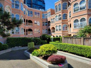 """Photo 1: 103 1040 W 8TH Avenue in Vancouver: Fairview VW Condo for sale in """"THE MAXIMILLION"""" (Vancouver West)  : MLS®# R2589202"""