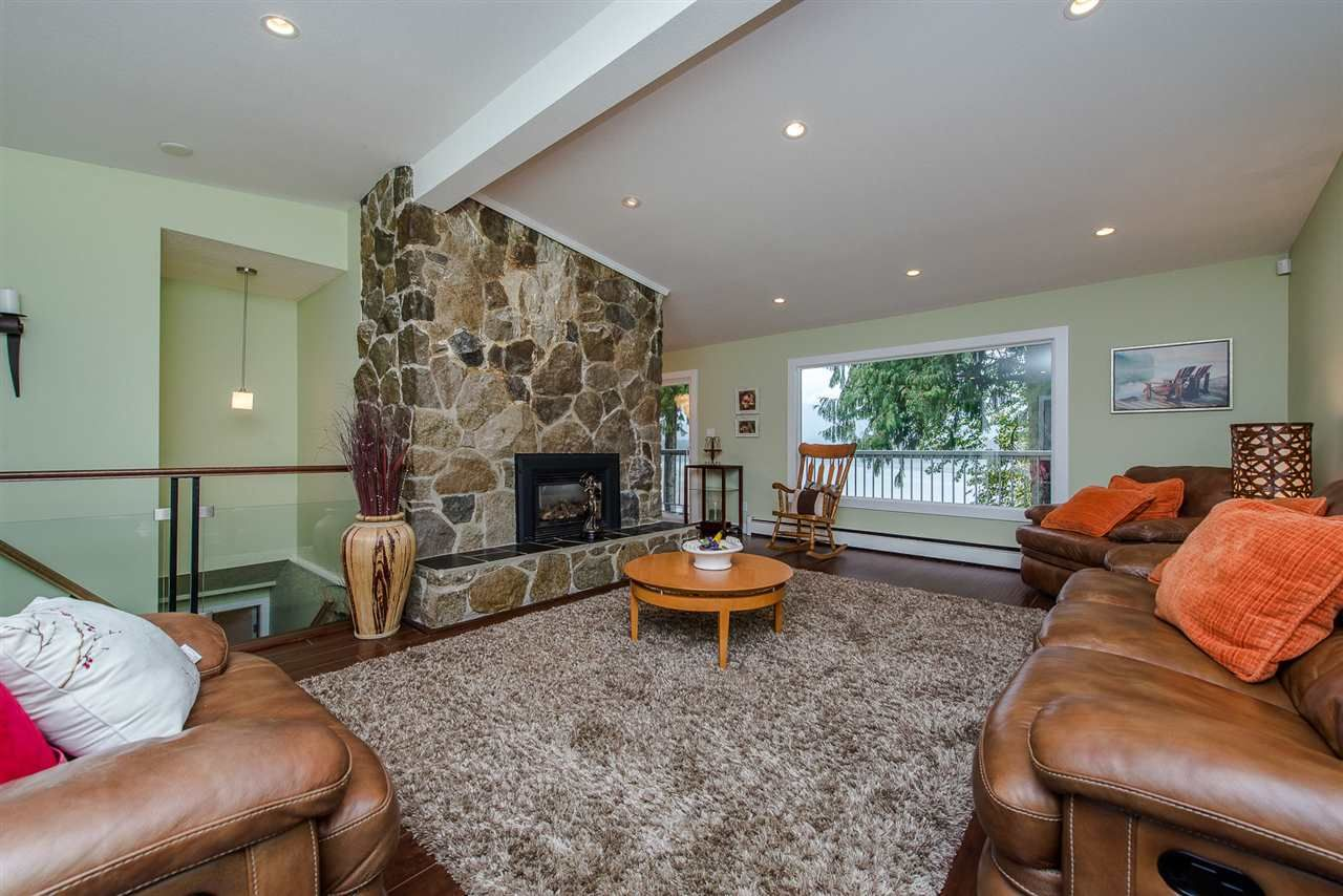 """Photo 6: Photos: 42737 OLD ORCHARD Road in Chilliwack: Chilliwack Mountain House for sale in """"Chilliwack Mountain"""" : MLS®# R2201950"""