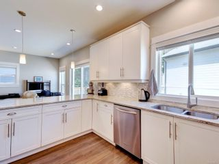 Photo 6: 11 Bamford Crt in : VR Six Mile House for sale (View Royal)  : MLS®# 878357