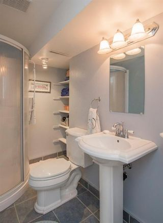 Photo 33: 127 Wedgewood Drive SW in Calgary: Wildwood Detached for sale : MLS®# A1056789