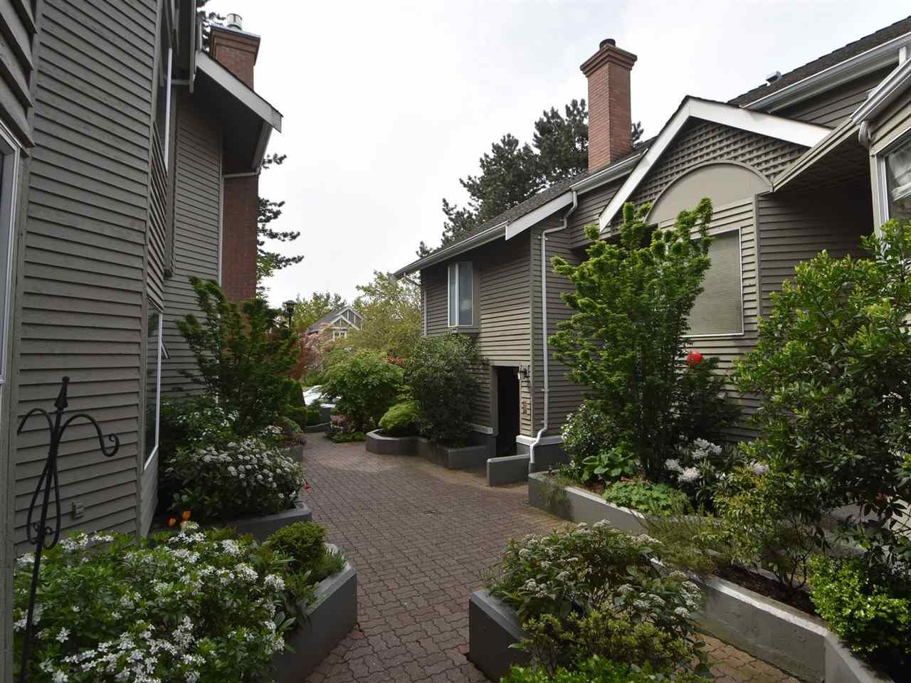 """Main Photo: 2669 W 10TH Avenue in Vancouver: Kitsilano Townhouse for sale in """"SIGNATURE COURT"""" (Vancouver West)  : MLS®# R2166556"""