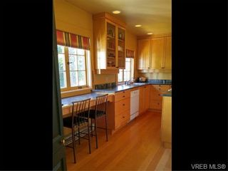 Photo 11: 870 Somenos St in VICTORIA: Vi Fairfield East House for sale (Victoria)  : MLS®# 743159