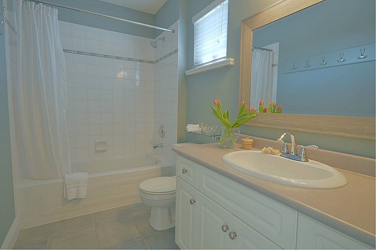 """Photo 17: Photos: 3087 MOSS Court in Coquitlam: Westwood Plateau House for sale in """"WESTWOOD PLATEAU"""" : MLS®# R2154481"""