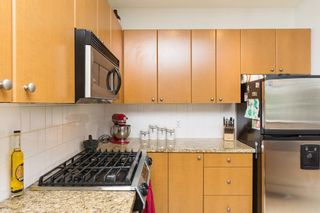 """Photo 16: 406 14 E ROYAL Avenue in New Westminster: Fraserview NW Condo for sale in """"Victoria Hill"""" : MLS®# R2092920"""