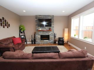 Photo 8: 2572 Kendal Ave in CUMBERLAND: CV Cumberland House for sale (Comox Valley)  : MLS®# 725453