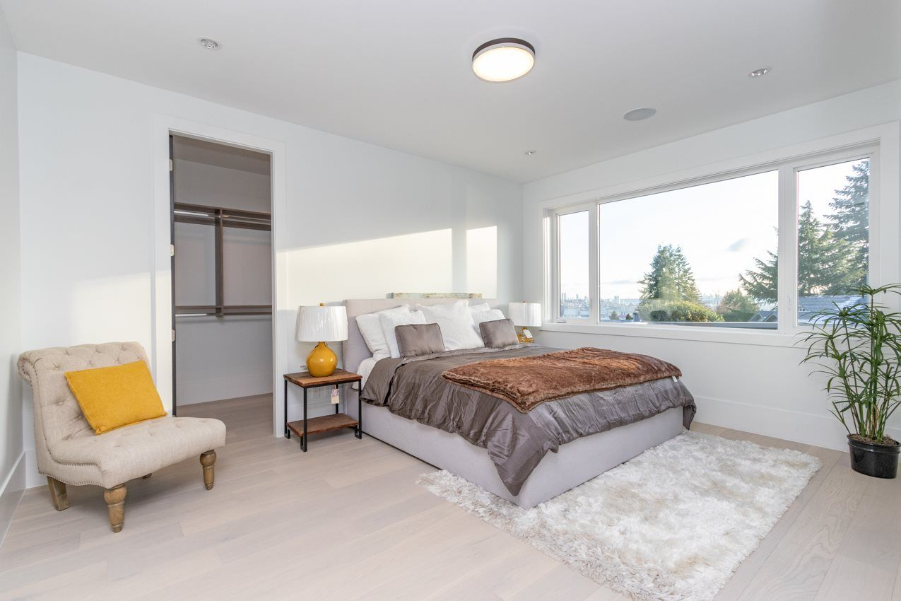 Photo 13: Photos: 900 HENDRY Avenue in North Vancouver: Boulevard House for sale : MLS®# R2526354