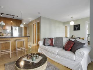 """Photo 5: 1606 989 RICHARDS Street in Vancouver: Downtown VW Condo for sale in """"MONDRIAN I"""" (Vancouver West)  : MLS®# R2122201"""