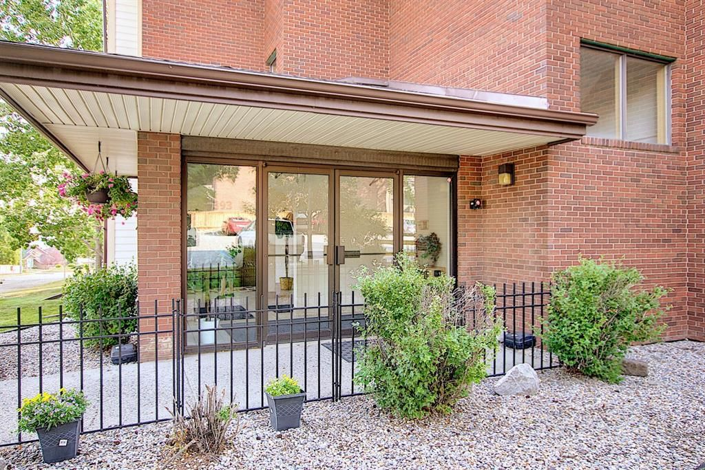 Main Photo: 3102 393 Patterson Hill SW in Calgary: Patterson Apartment for sale : MLS®# A1136424