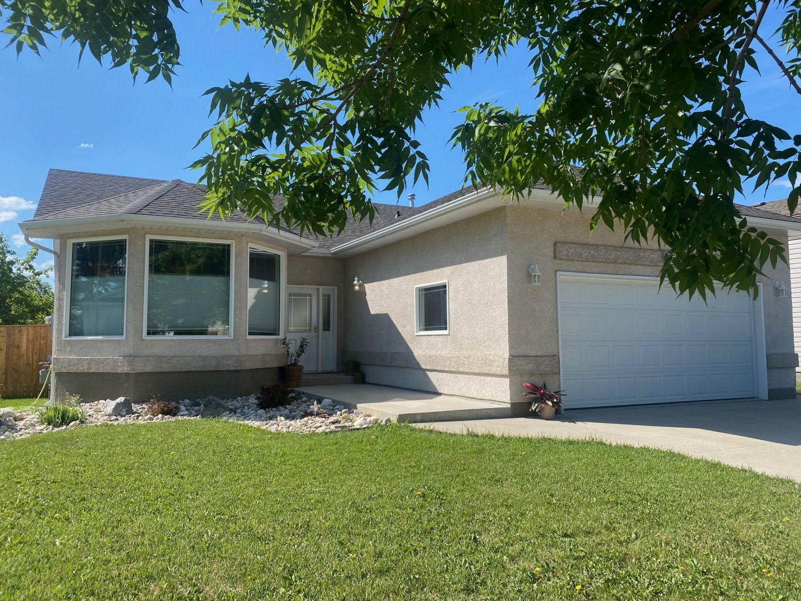 Main Photo: 19 Cadham Bay in Portage la Prairie: House for sale : MLS®# 202115588