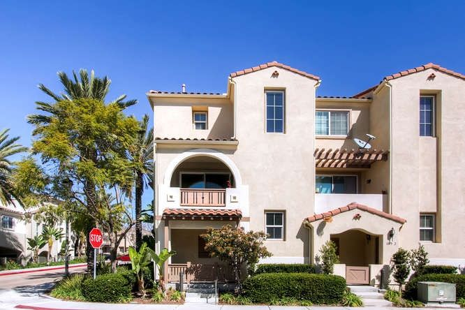Main Photo: CHULA VISTA Townhouse for sale : 3 bedrooms : 1879 Fargo Lane #1