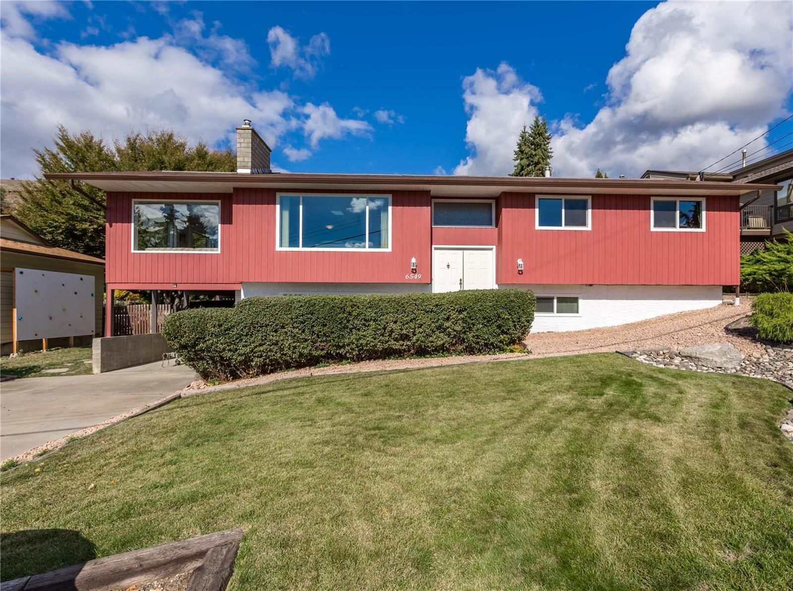 Main Photo: 6549 Orchard Hill Road, in Vernon: House for sale : MLS®# 10241575