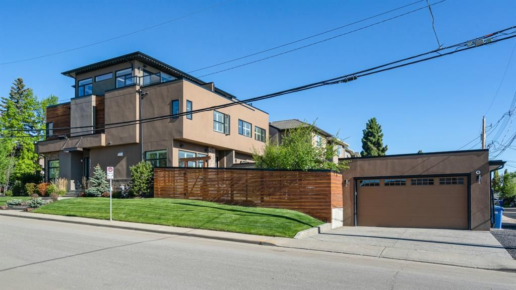 Immaculate -Three Story Home  Mountain & City Views