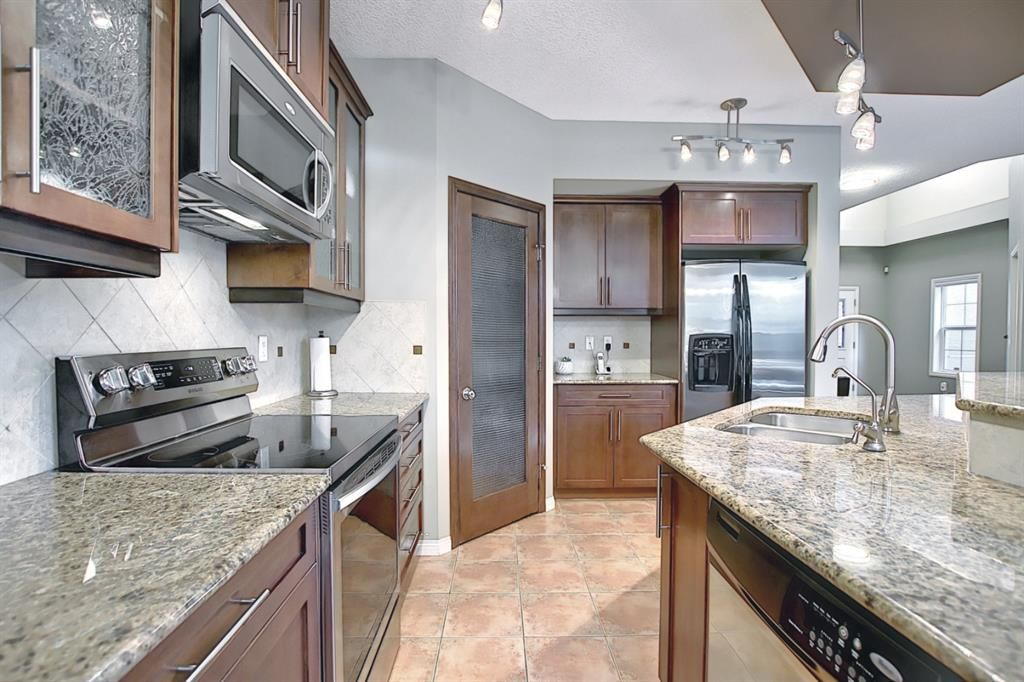 Photo 9: Photos: 14 ASPEN HILLS Manor SW in Calgary: Aspen Woods Detached for sale : MLS®# A1116032