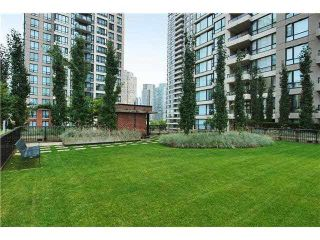 """Photo 20: 2308 928 HOMER Street in Vancouver: Yaletown Condo for sale in """"YALETOWN PARK"""" (Vancouver West)  : MLS®# R2181999"""