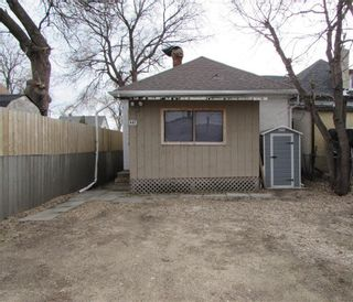 Photo 2: 447 Martin Avenue in Winnipeg: Elmwood Residential for sale (3A)  : MLS®# 202108215