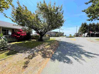 """Photo 10: 1066 CYPRESS Street: White Rock House for sale in """"Hillside"""" (South Surrey White Rock)  : MLS®# R2579690"""