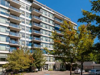"""Photo 3: 415 2851 HEATHER Street in Vancouver: Fairview VW Condo for sale in """"Tapastry"""" (Vancouver West)  : MLS®# R2623362"""