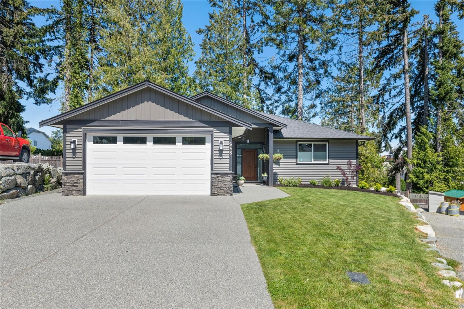 Main Photo: 838 Stirling Dr in : Du Ladysmith House for sale (Duncan)  : MLS®# 875035